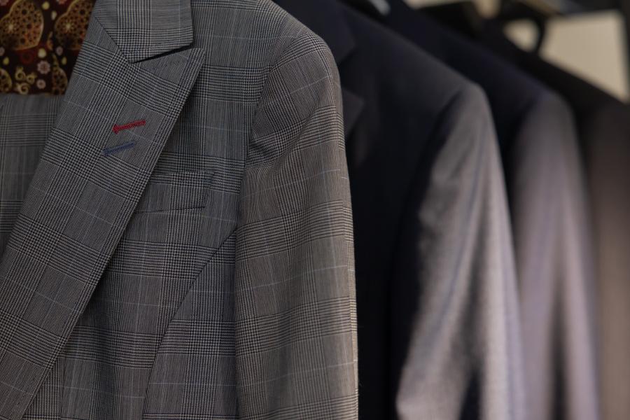 グレーのスーツ
